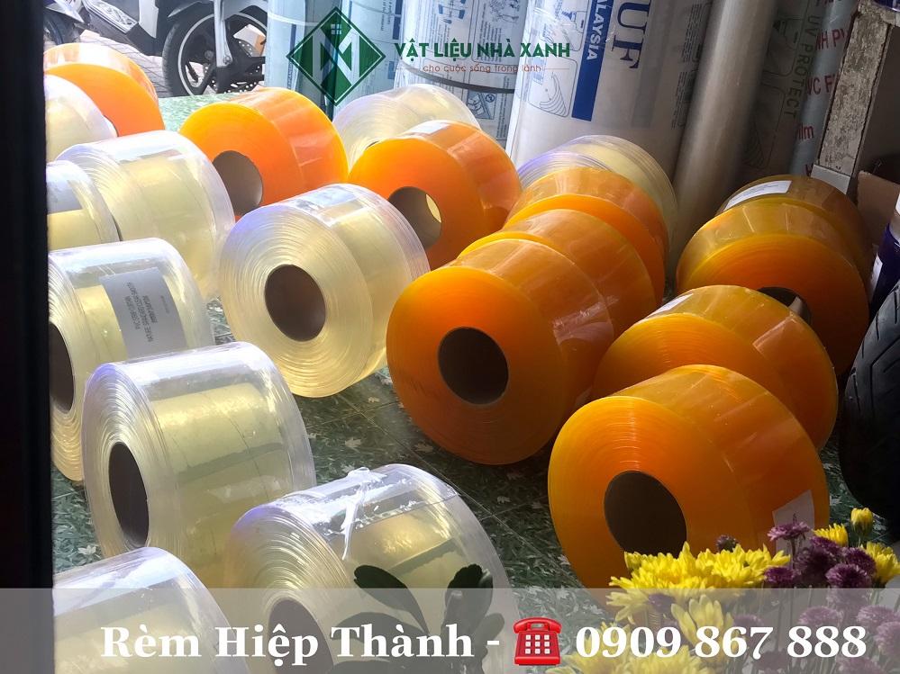 Rèm nhựa PVC ngăn lạnh tại Hiệp Thành luôn đầy đủ màu sắc và kích thước